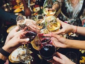 Svátky bývají spojené s přejídáním a někdy s nadměrným pitím alkoholu.