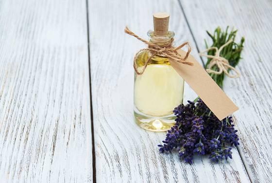 Olej s levandulí bude slušet tvarohu na palačinkách či lívancích.