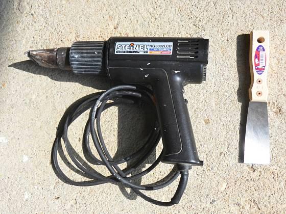 Horkovzdušná pistole a špachtle