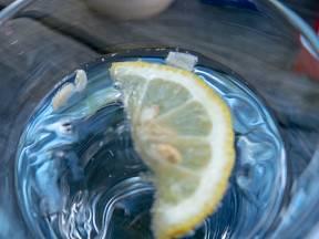 Citrónová voda účinně bělí