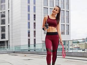 Z výsledků vyplývá, že kofein, konzumovaný 30 minut před výkonem, přispívá spalování tuků během celého dne.