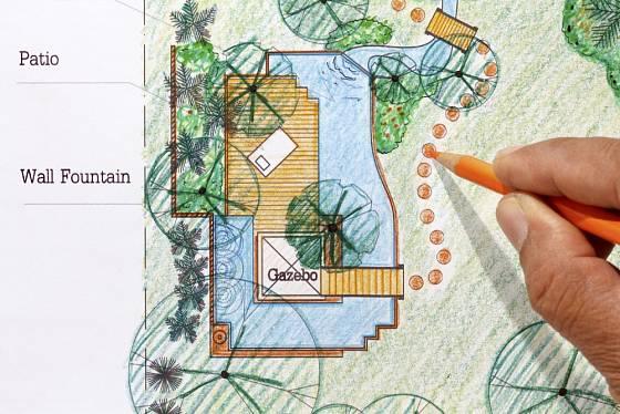S vhodným umístěním zahradní cesty nám poradí zahradní architekt.