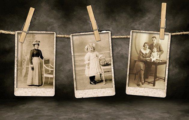 Nezapomínejme vystavit ani historické fotografie našich předků.