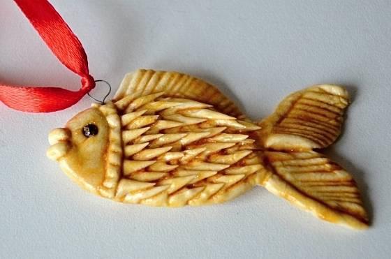 Hotovou rybku zavěsíme díky drátěnému očku.