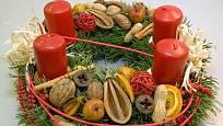 I exotické plody mají své místo na adventním věnci.