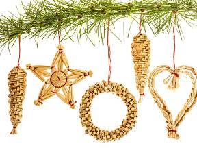 Vánoční ozdoby můžeme zhotovit i ze slámy.