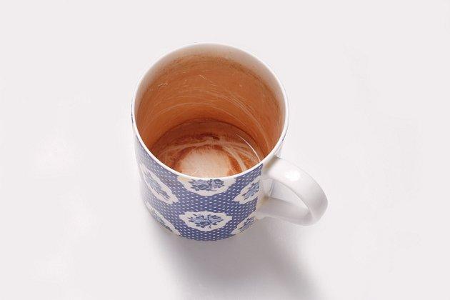 Vyčistí stopy od čaje