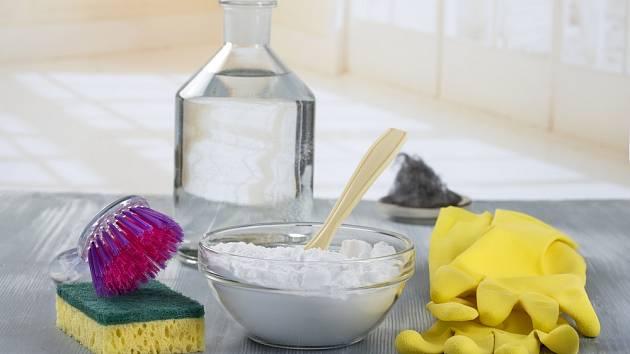 Jaký je rozdíl mezi jedlou a prací sodou?