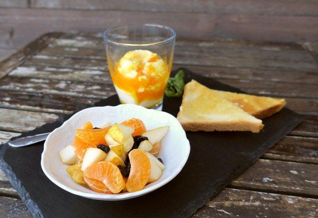 Oblíbená snídaně prezidenta Masaryka: tři vejce do skla, toast a ovocný salát.