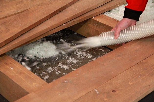 Izolování dutého stropu je velmi snadné.