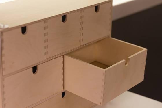 Máte-li šperků opravdu hodně, vyrobte si na ně prostornou dřevěnou skříňku.