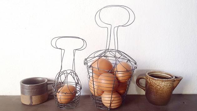 Drátované košíky na vajíčka, hravá a vzdušná dekorace