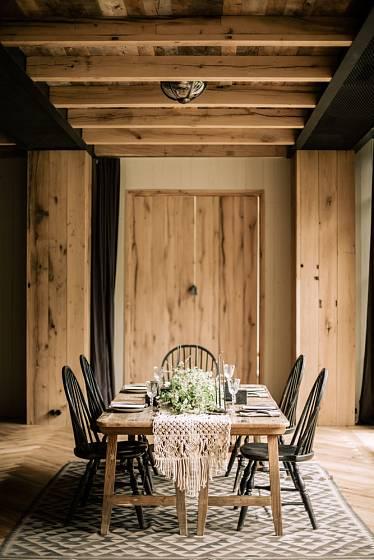 Dřevo má v interiéru důležité místo
