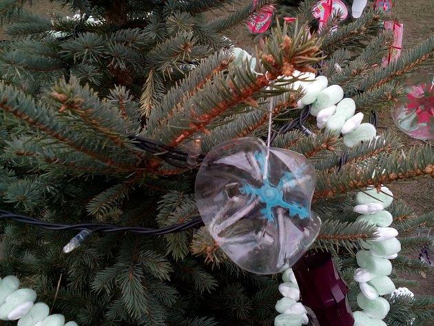 Dno z plastové lahve jako vánoční ozdoba