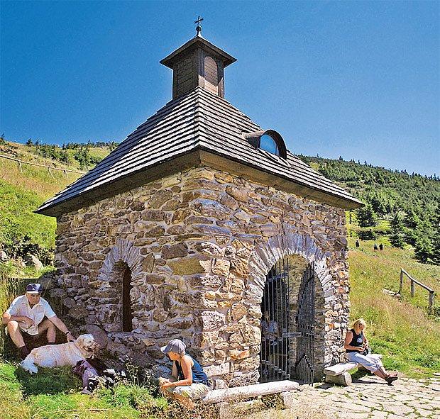 Kapličku na Vřesové studánce opravili před lety dobrovolní ochránci přírody