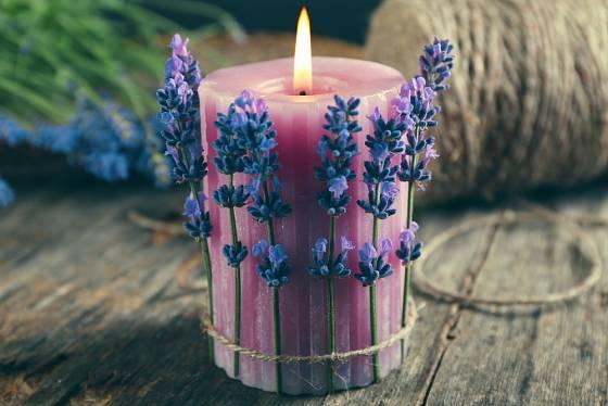 Svíčku s levandulí nenechávejte hořet bez dozoru