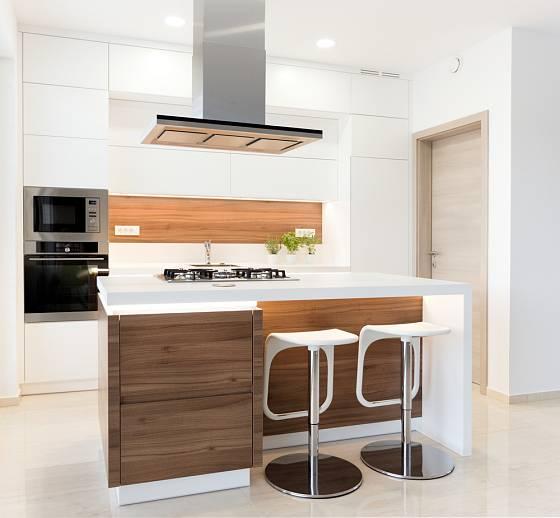 Malá moderní kuchyň na míru je ideální.