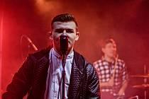 Jon Wate se narodil 16. dubna 2000, studuje poslední ročník na gymnáziu Benešov. Skládá písně a zpívá.