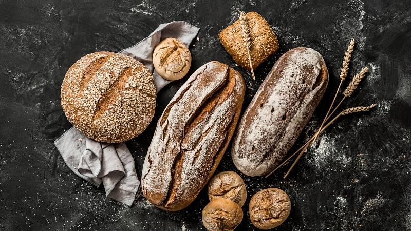 Dobrý chléb poznáte podle poměru pšeničné a žitné mouky. Semínka a slupky jsou zárukou obsahu vlákniny a nutričně cenných látek.