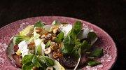 Recept: Salát z hroznů, čekanky a polníčku s kozím sýrem