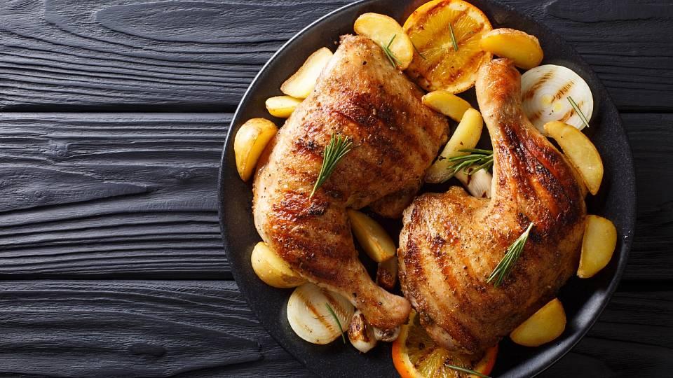 Recept: Pečené kuře s bylinkami a bramborami z fritézy