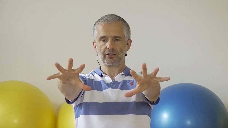 Cvičení na protažení kloubů: David Heneberg