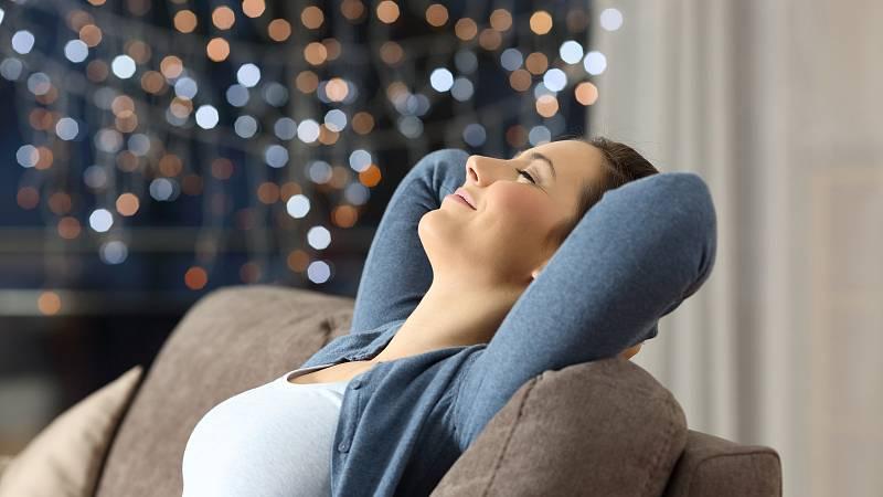 I ,Šťastné a veselé' zkrátka souvisí s tím, co nás objektivně stresuje nejvíc - s nedostatkem kontroly a nejistotou.