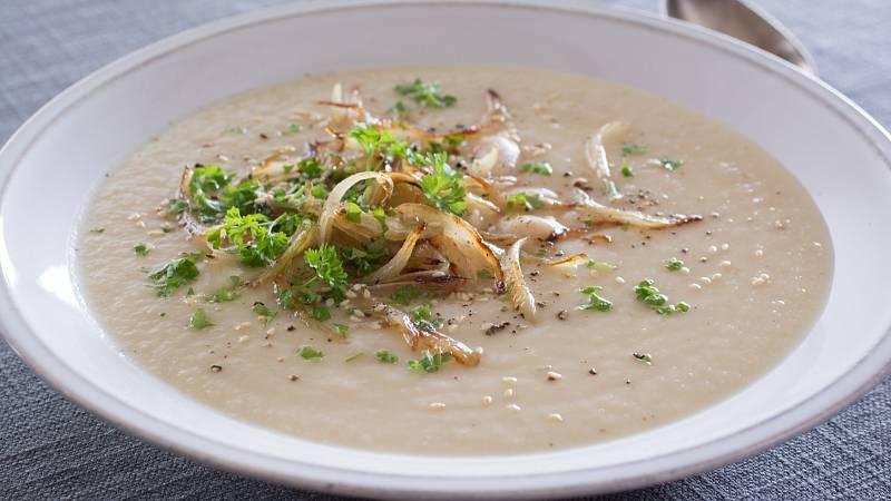 Krémová polévka s velkými bílými fazolemi