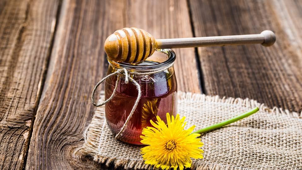 Recept: Voňavý sirup z bezových květů pro letní ochlazení