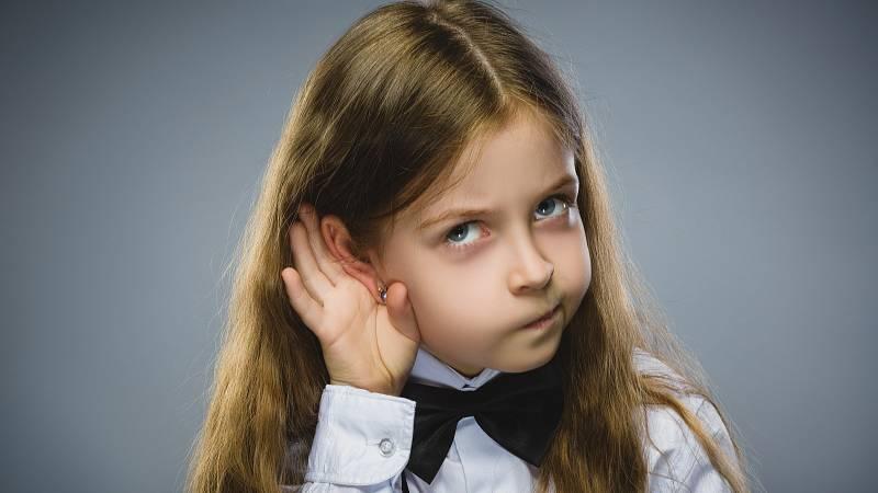 Děti, které špatně slyší, se mohou vyvíjet mnohem pomaleji než jejich vrstevníci. Sluch dítěte můžete nechat vyšetřit hned v porodnici.