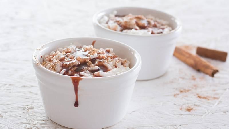 Rýžová kaše s kokosovým mlékem je skvělou volbou pro sladkou snídani.