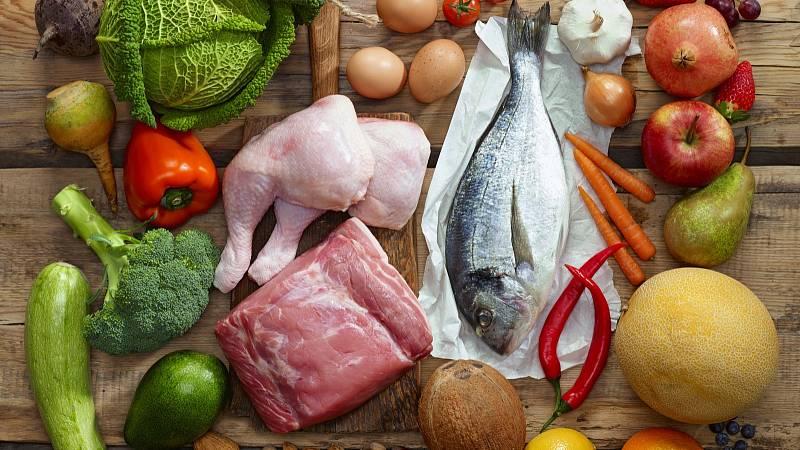 Paleo jídelníček se vyznačuje hojností masa, zeleniny, ořechů, semen, hub a ovoce.