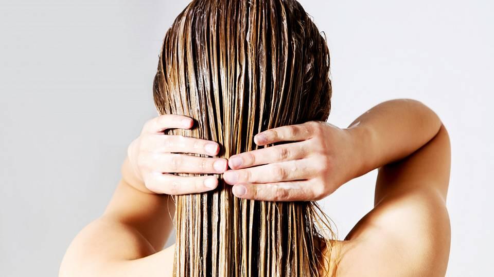 Účinnou masku na vlasy si můžete připravit i z domácích surovin