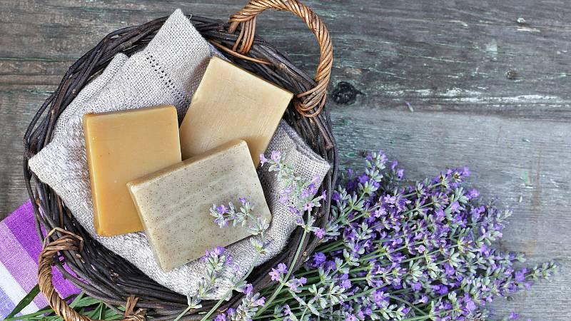 Vyrobte si doma domácí mýdlo.