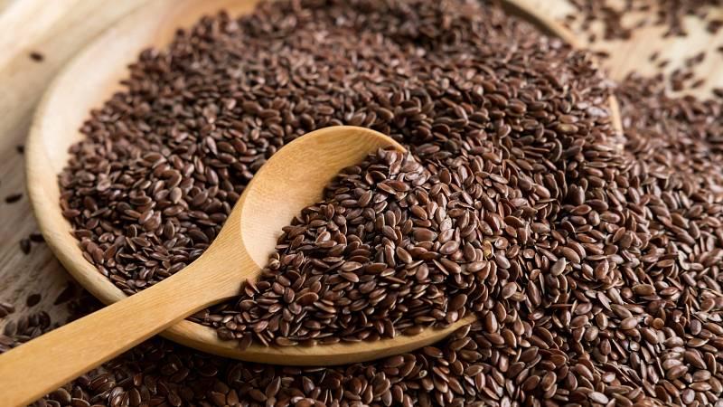 Zařaďte do svého jídelníčku superpotravinu lněné semínko bohatou na fytoestrogeny.