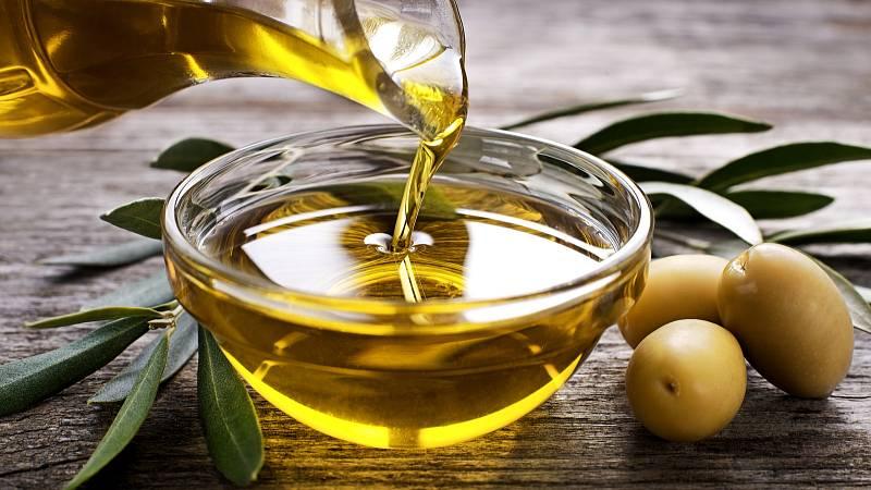 Extra panenenský olivový olej má mnoho benefitů.