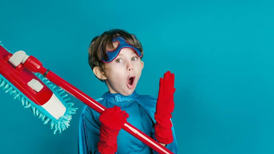Jak naučit děti domácím pracím? Nelžete jim, že je to zábava!