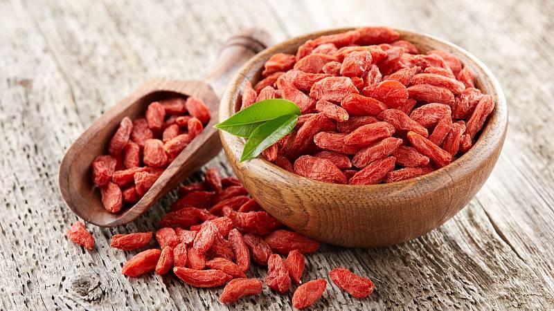 Kustovnice čínská je považována za plod dlouhověkosti, ale také za ovoce radosti. Plody goji vás zbaví bolesti zad, nohou i hlavy.