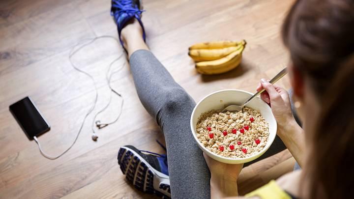 Nevíte, co jíst před tréninkem a po něm? Nevadí, dnes už budete mít jasno!
