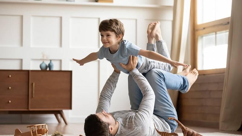 6 tipů, jak doma zabavit roční dítě