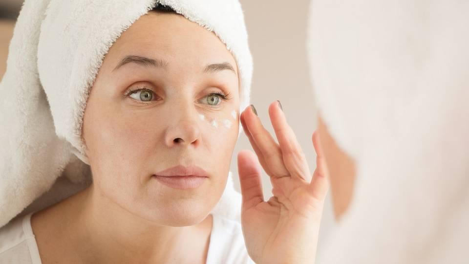 Péče o kůži v okolí očí zajistí mladistvý vzhled