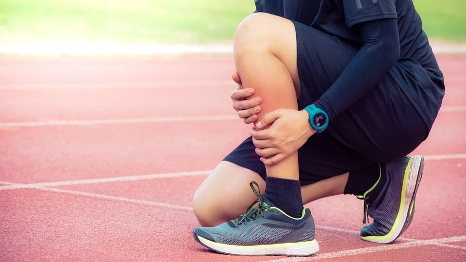 Když bolí holeně. První pomoc (nejen) při běhu