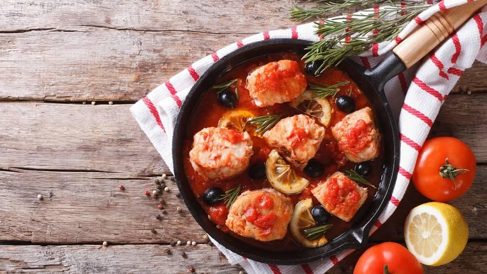 Treska v rajčatové omáčce