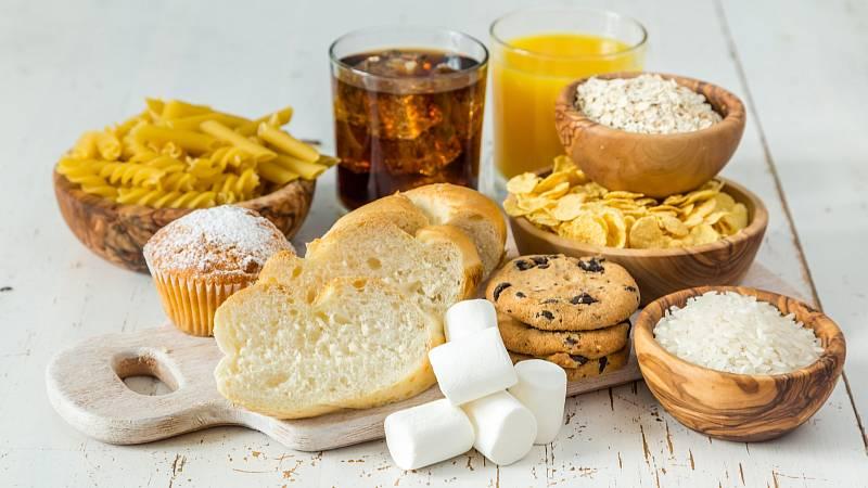 Chcete-li štíhlý pas, omezte příjem sacharidů jako jsou pečivo, těstoviny, rýže nebo sladkosti.