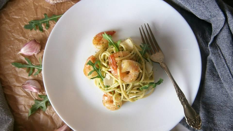 Lehké jarní špagety s krevetami