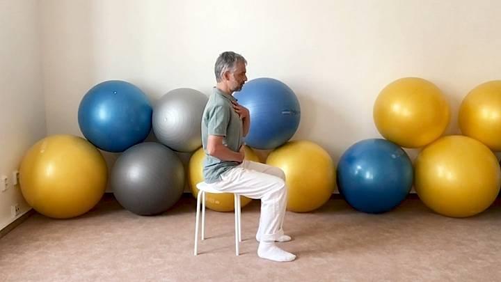 Cvičení na židli pro zdravá záda (pánev)