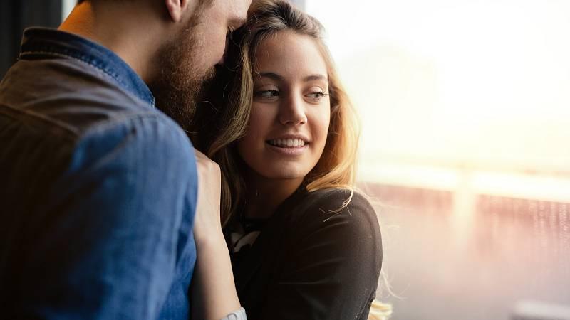 Je dobré si uvědomit, jakou řečí mluvíte vy a jakou váš partner. Pak se vám bude o vztah lépe pečovat.