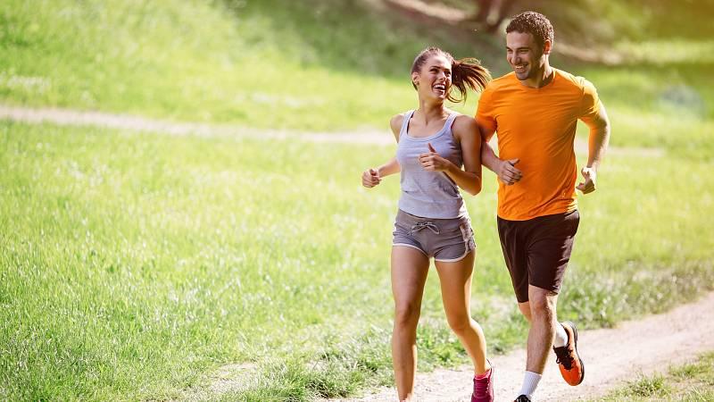 Chcete-li hubnout s partnerem, každý z vás na to musí jinak. Ženy by se měly zaměřit na aerobní aktivity, pro muže je pak vhodnější posilování svalů.