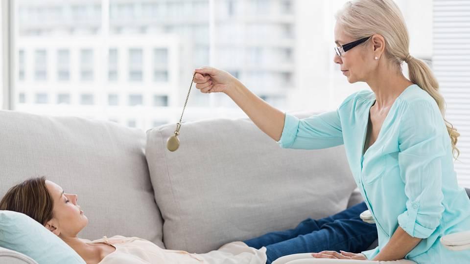 Hypnózou proti kouření: Čtyři sezení stačí