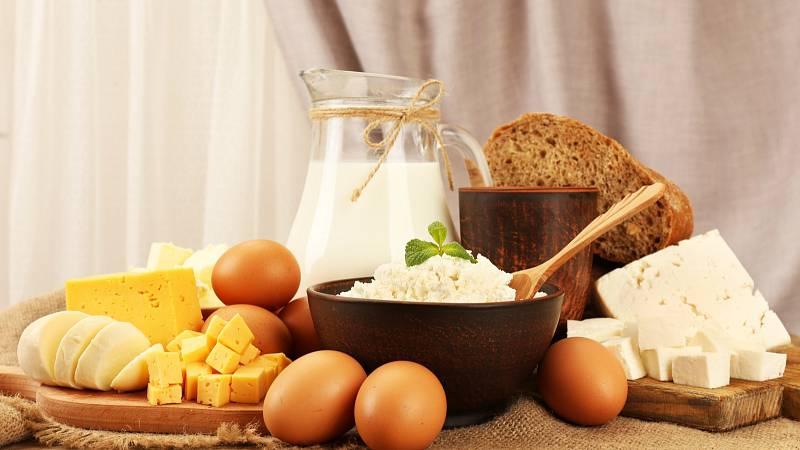 Potravinová alergie může vyvolat trávicí problémy, průduškové astma, senné rýmy, kopřivku nebo ekzém.